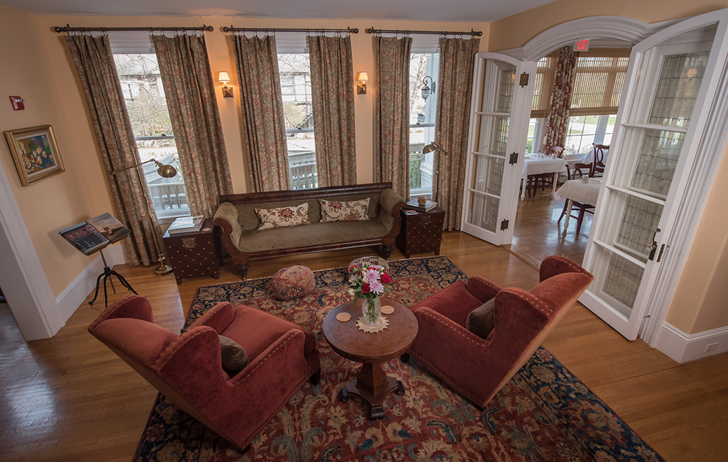 Bass Cottage Inn living room