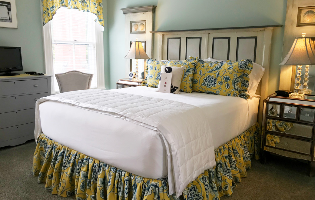 bar harbor guestroom